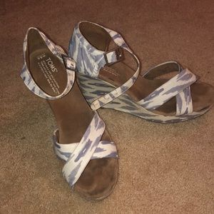 Toms Blue and White wedges